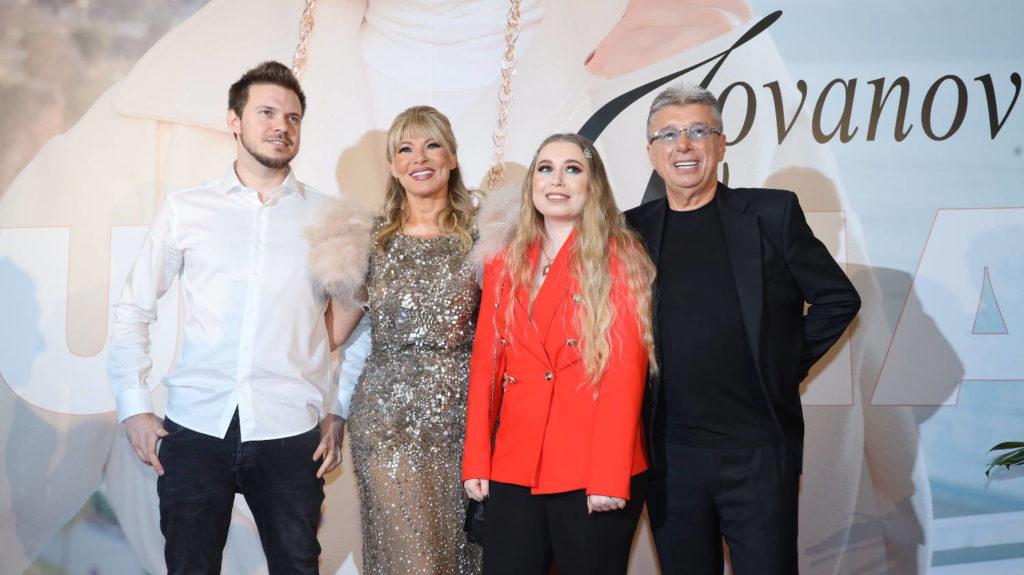 Suzana Jovanović - Porodica na okupu, sin Danijel, kćerka Aleksandra i suprug Saša Popović