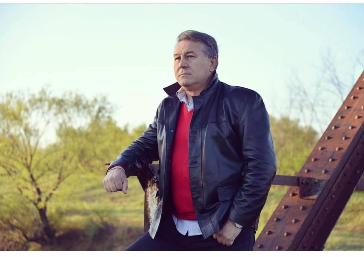 Halid Muslimović – 1982 godine objavio svoj prvi album