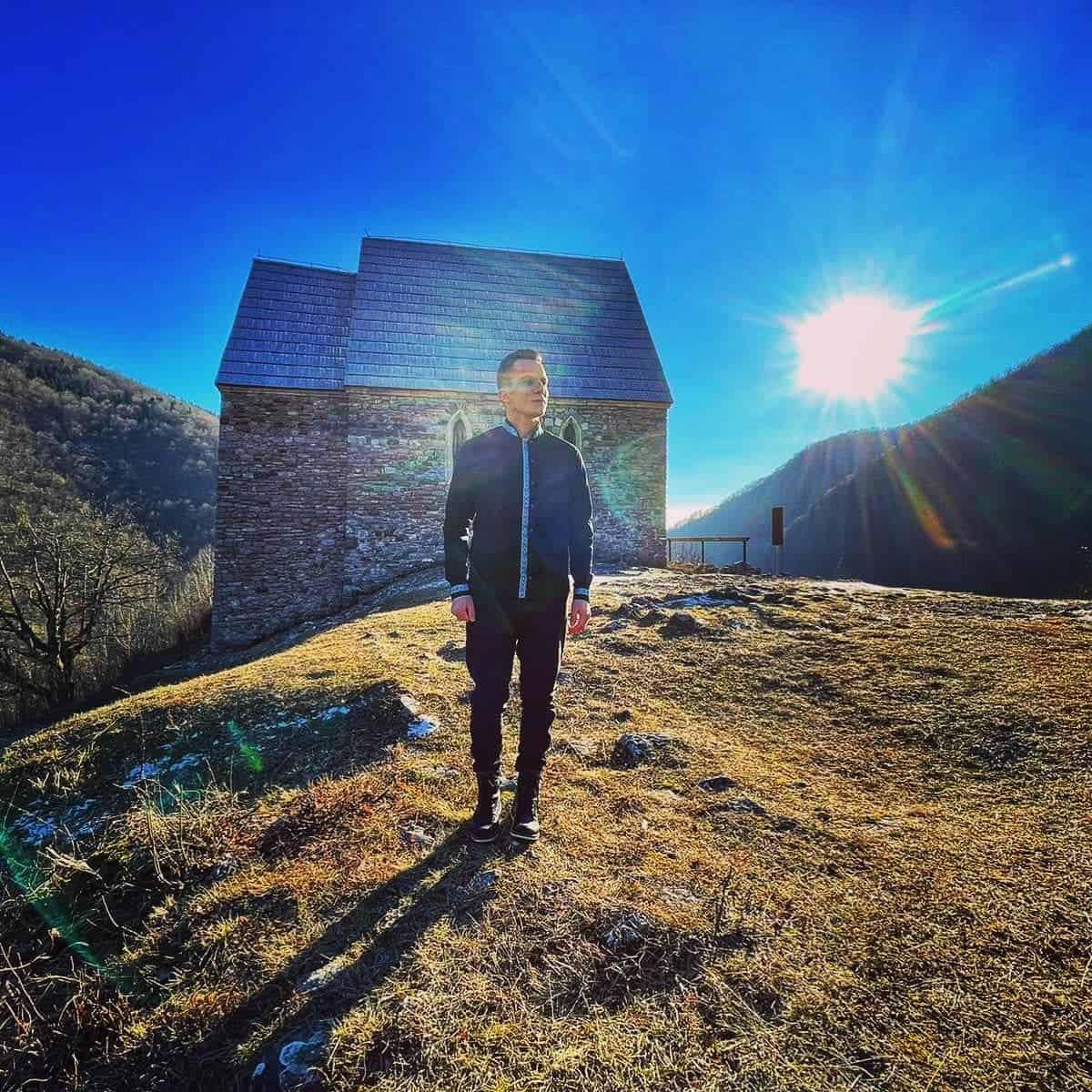 """Armin Muzaferija za Dan nezavisnosti poklanja pjesmu """"Studen vodo""""- Neki doprinose svom narodu i zemlji kroz sport i nauku, a ja ću kroz umjetnost"""