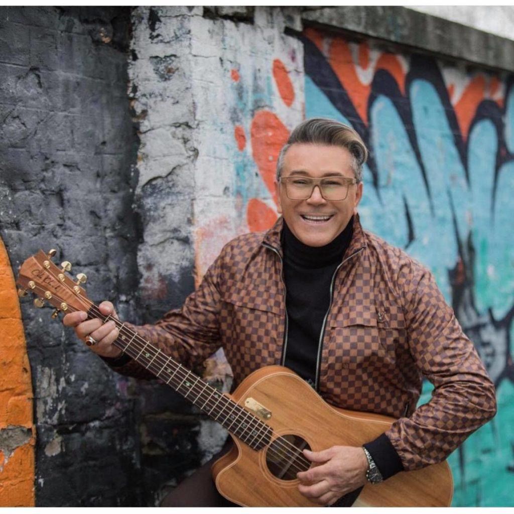 Halid Muslimović - Jedan od najpopularnijih pjevača u exYU