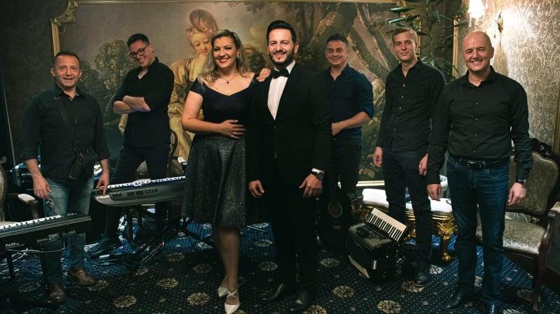 Neno Murić i Jovana Gajović uz pratnju vokalno instrumentalnog sastava Club